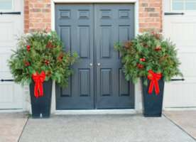 holiday urn designs - Decorating Front Porch Urns For Christmas